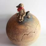 Vase boule (Galerie Rêv'Olution),  180€. Dimensions  (D x H): 25 x 31 cm.